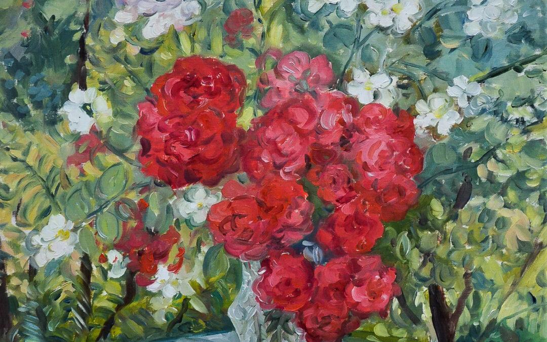 Stillleben mit Rosen im Garten